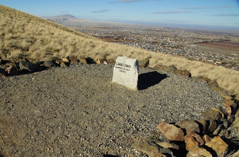 An elevation marker on the Canyon Trail makes note of what was once the Lake Lewis shoreline.