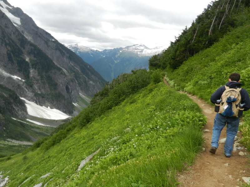 The route up to Cascade Pass is spectacular, with incredible views!