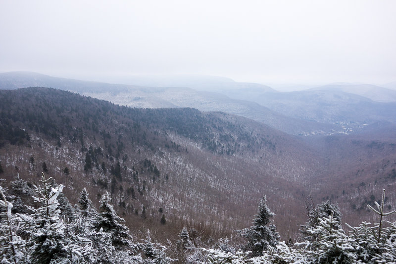The Buck Ridge Lookout on the Devil's Path trail provides sweeping winter views.
