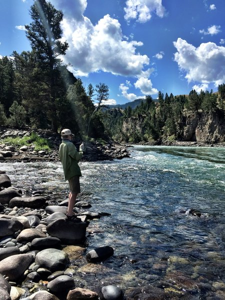 Bent rod at the Hellroaring/Yellowstone confluence. Very dangerous- do not wade!