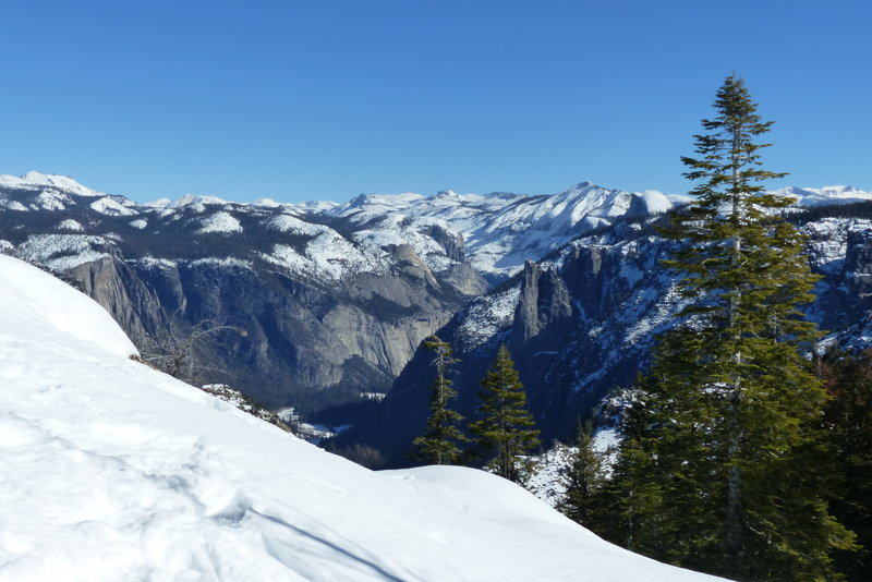 View from Dewey Point over Yosemite Valley.