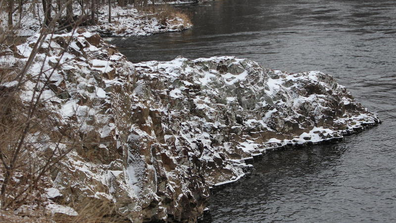 Rocky ledges running along Farmington River.