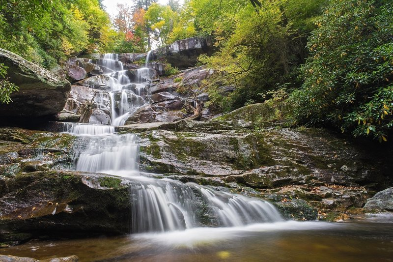 Beginning of the fall foliage at Ramsays cascades.