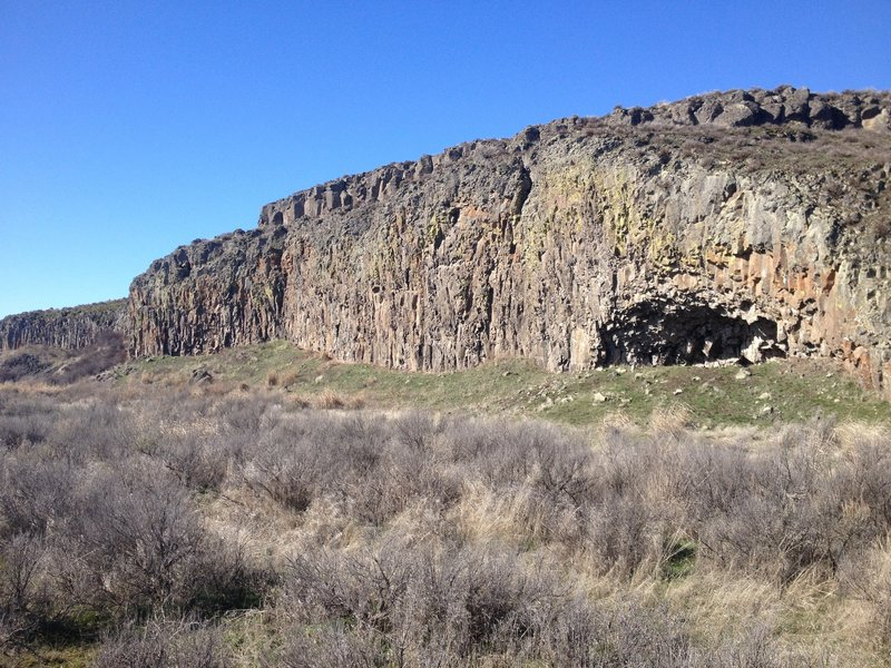 Great looking basalt formations near Crab Creek Trail.