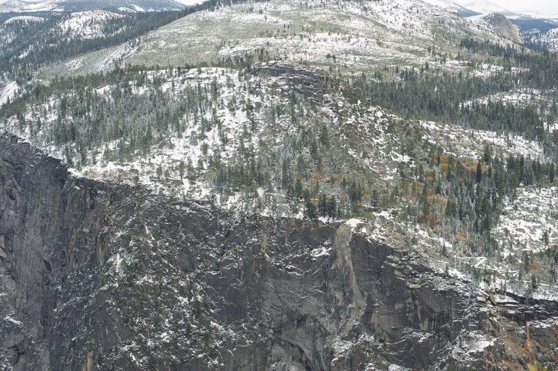 The panorama trail can be seen wandering along the cliff tops.  Late Fall snow showers can make for an amazing hike.