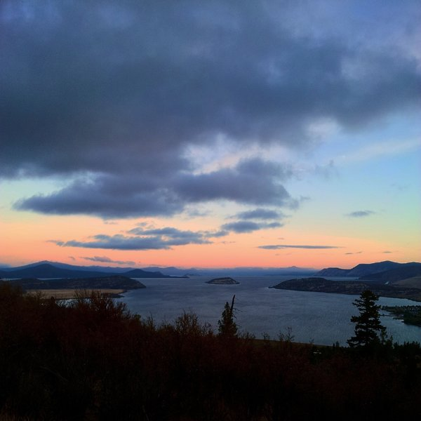 Dawn overlooking Klamath Lake to the north.