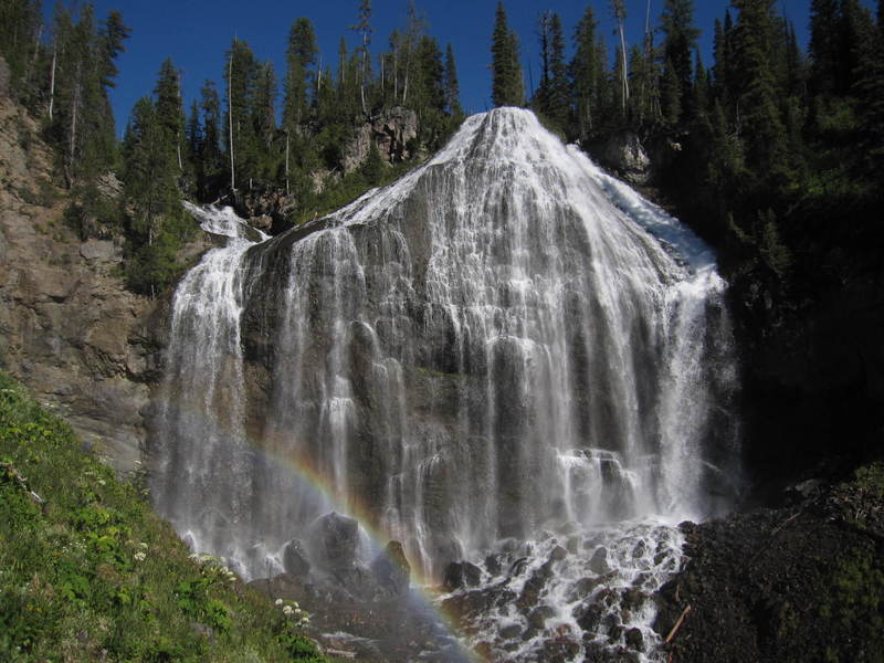 250-foot Union Falls is one of the most beautiful waterfalls on the planet! It's really two falls in one. Two creeks come together at the brink. Water from the right-side creek fans out, forming a delicate veil over an ominous rock face, while the second creek shoots in from the left side.