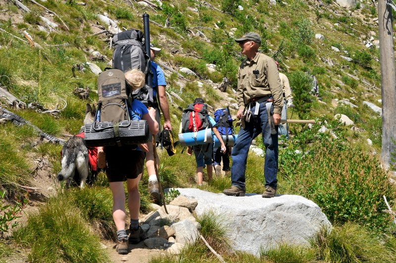 Backpacking family headed to Hum Lake passing an Idaho Trails Association Volunteer trail crew.