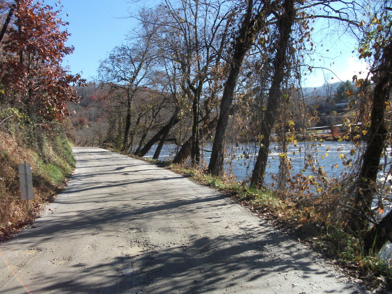 Old River Road on MST Segment 1B. Photo by Steve Metcalf.