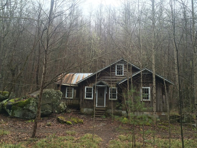An old abandoned cottage at the beginning of the Little River Trail in Elkmont. You can find a community of vacation homes from the 1920s in Elkmont before the the Great Smoky Mountains National Park was established in 1934.