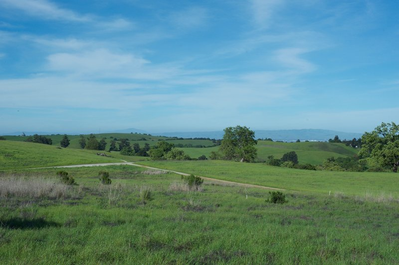 A view of the intersection of the Meadowlark and Juan Bautista de Anza trails.