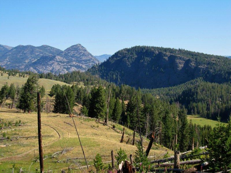 Looking north toward Garnet Hill and Hellroaring Peak.
