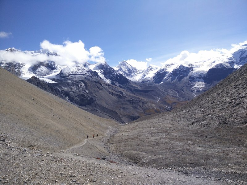 En route to Thoroung La Pass ~5416m. Magnificent Cholu range in the backdrop.