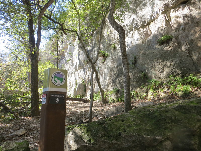There are several rock climbing points along the trail.