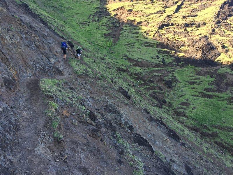 Approach from Hanakoa Valley toward Crawlers Ledge aka The Balcony.