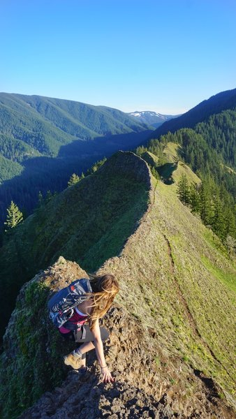 The view looking south from the top of Munra Point. It's beautiful but PLEASE BE CAREFUL! Make it a round-trip. ;)