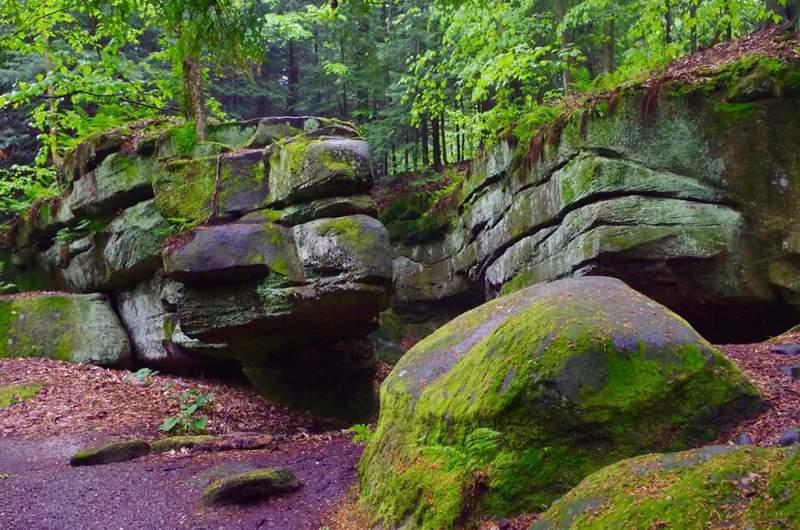Boulders on Ledges Trail