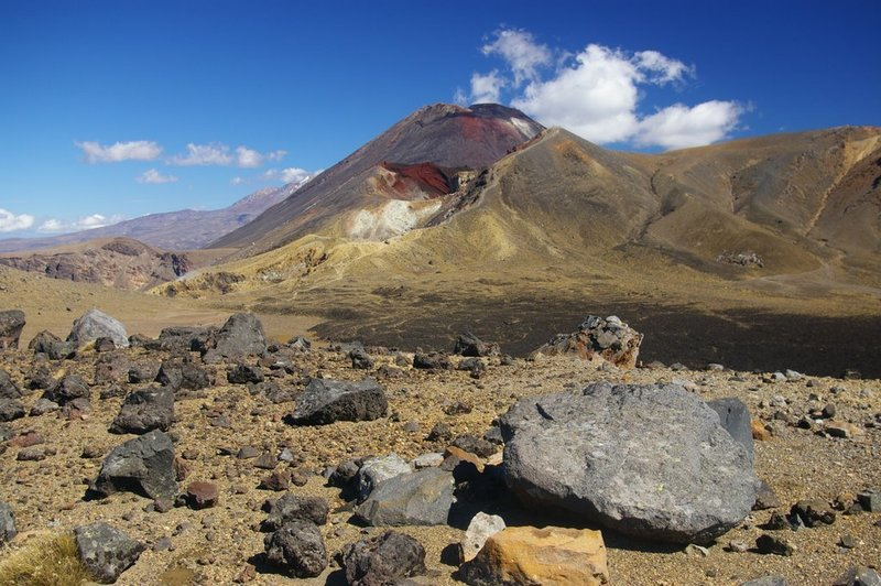 Views of the back of Red Crater off the Oturere Track below Emerald Lakes