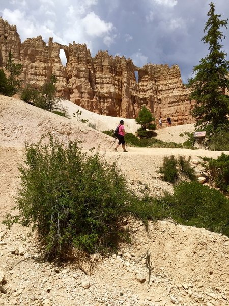 Hiking past the Wall of Windows at Bryce Canyon NP.