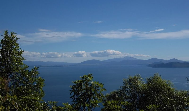 Lake Taupo stretching southward to the volcanic central plateau.