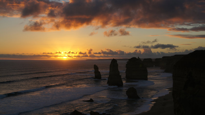 Sunset view of the 12 Apostles.