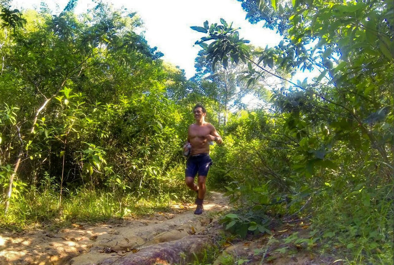Na Trilha da Rampa Antiga - It's all smiles on trail.