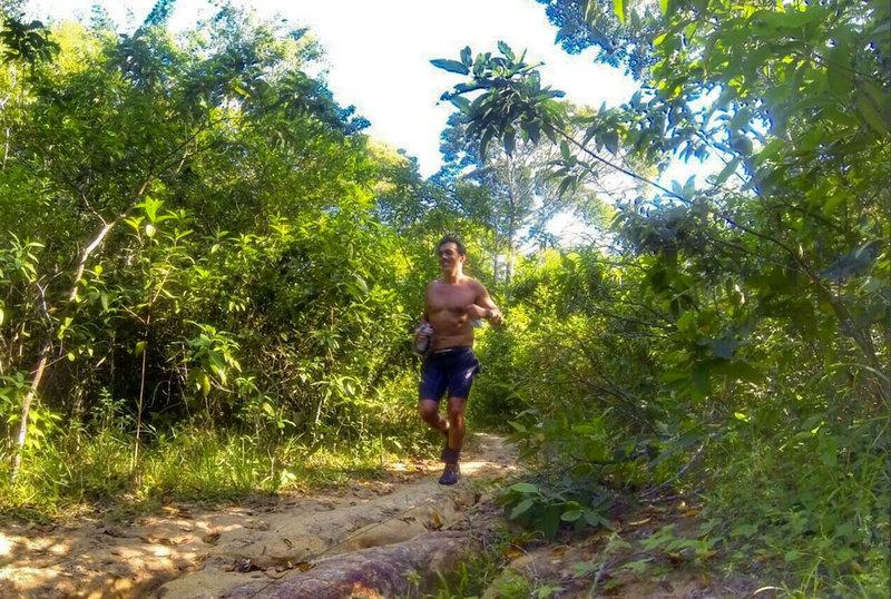 Na Trilha da Rampa Antiga - It's all smiles on trail.