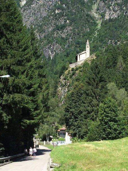 View of the Church of St. Stephen from the ancient glassworks / Vista della chiesa di Santo Stefano dall'antica vetreria.