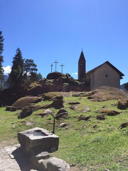 Church and graveyard of Santo Stefano / Chiesa e cimitero di Santo Stefano.
