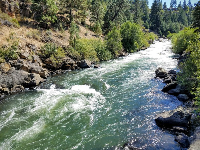 Great river views from the Deschutes River Trail.