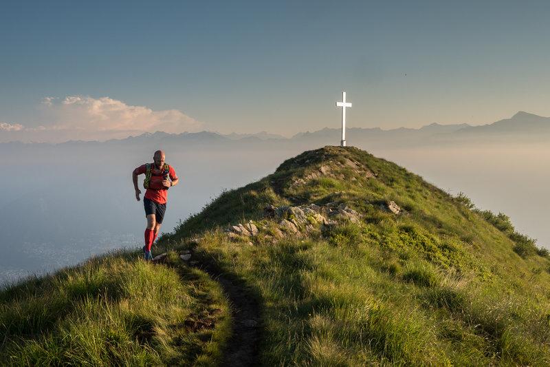 Running high above Gambarogno on Monte Gambarogno. Photo by: Tom Malecha (Filme von Draussen)