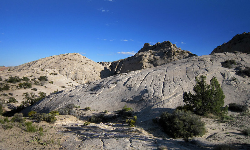 White sandstone contours along the Post Cutoff Trail. with permission from AcrossUtah