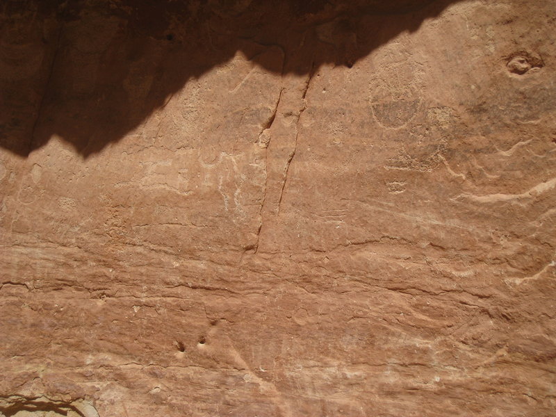Though light, you can still see the petroglyphs.