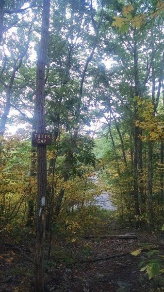 Totts Gap: Appalachian Trail - Fox Gap PA to Columbia Gas Pipeline