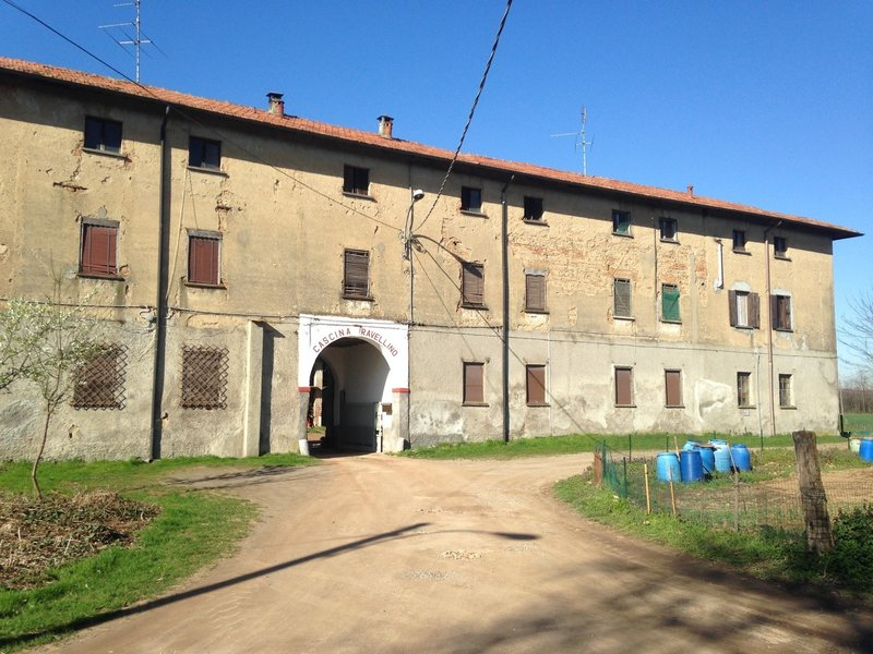 A typical farm where workers live for the different plantations seasons of the area / una tipi<br> ca fattoria abitata.