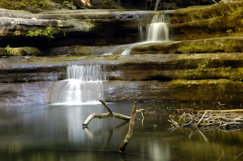A short waterfall along the Canyon Trail at Matthiessen State Park.