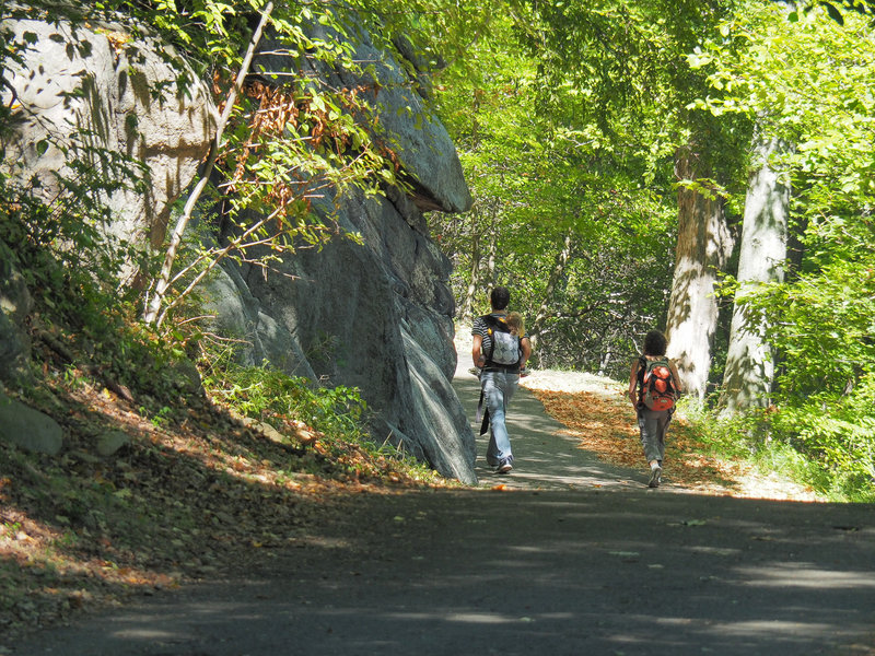 The paved start to the Major Welch Trail on the western shores of Hessian Lake.