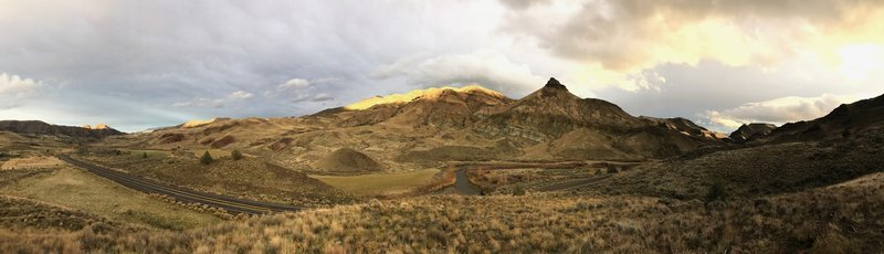 Sheep Rock and Picture Gorge at sunset.