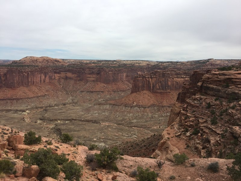 The Alcove Spring Trail affords visitors scenic views of the canyon before they descend nearly 1000 feet to its floor.