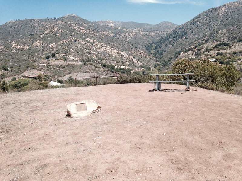 Parma Park viewpoint and picnic bench.