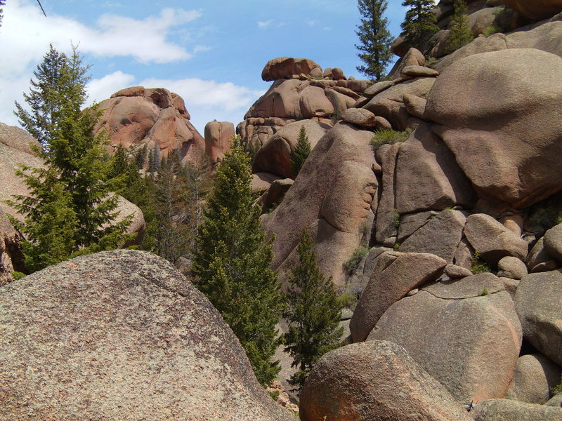 The rounded boulders of the Pikes Peak granite pose beautifully for photos.