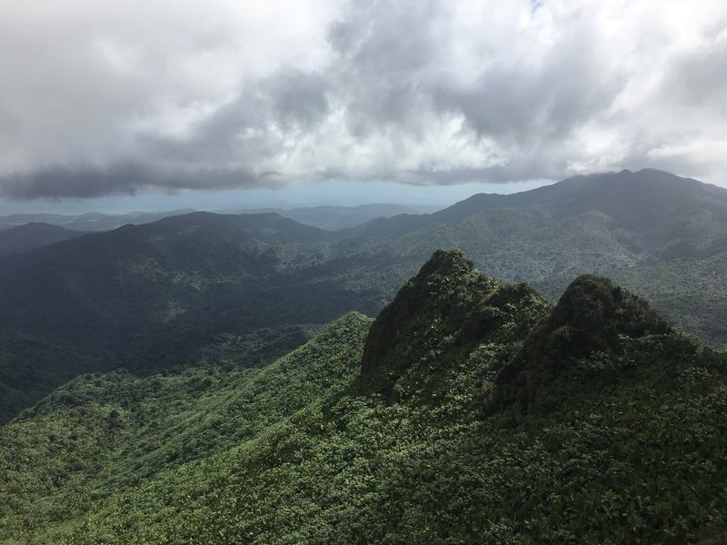 The top of El Yunque Peak is certainly not short on views of Los Picachos.