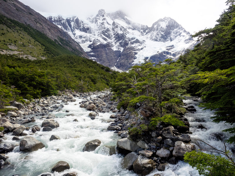 Breathtaking views of Patagonian ice and glacial valleys await those who ascend the Valle del Frances.