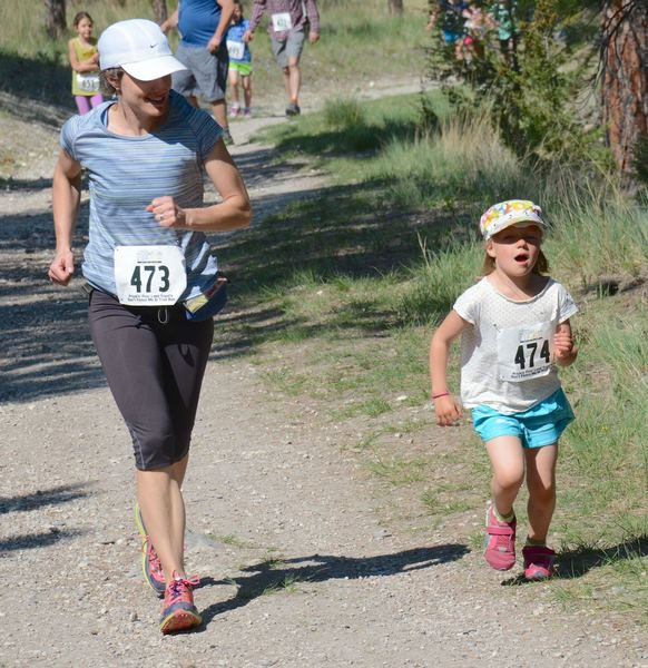 A mom-and-daughter pair enjoy themselves on the 2016 DFMI 5k.