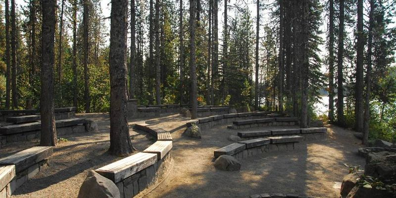 Trillium Lake Amphitheater is a nice place to stop for a snack. Photo by USFS.