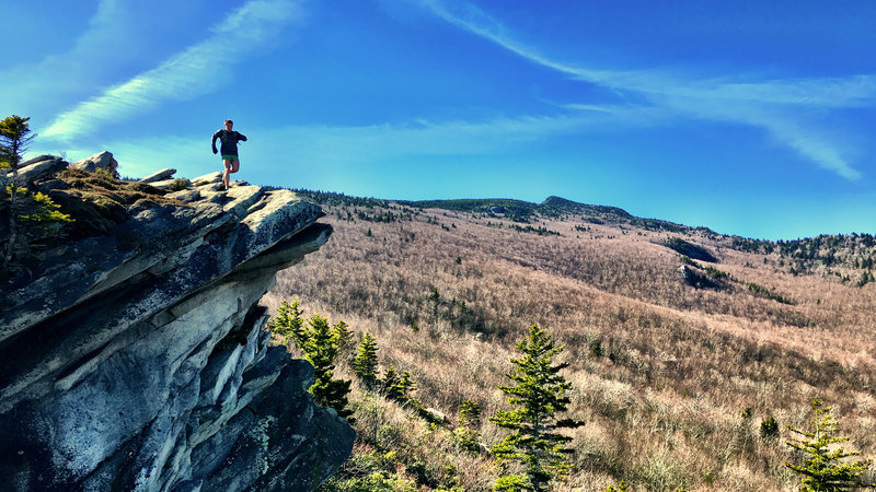 The overlook on Cragway Trail looks up to the mighty summit of Calloway Peak.