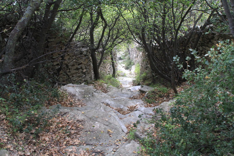 A cobbled trail goes to Episkopio.