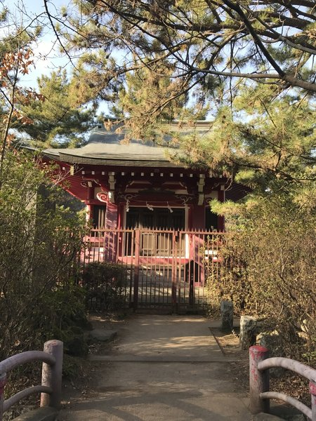 The Shrine on Sanpoji Pond offers serenity to all those who visit.