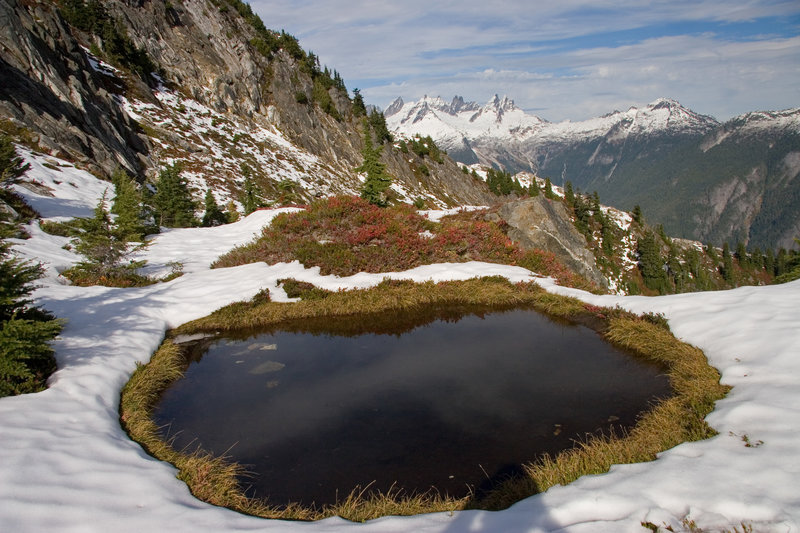 A small tarn greets you along the ascent to Trappers Peak.