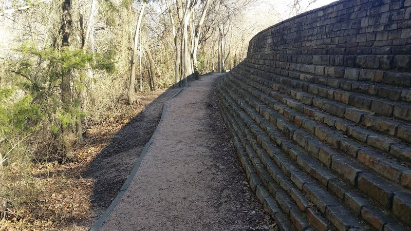 The footpath travels along a wall through this section.